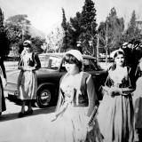 Жители города в стилизованный костюмах времени Восстания (Н. Демидов)
